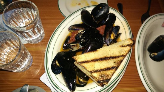 Cask and Schooner Public House & Restaurant: mussels