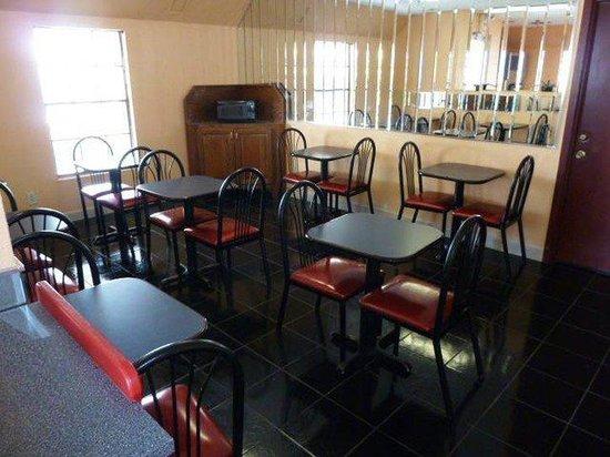 Americas Best Value Inn Conroe: Breakfast Area