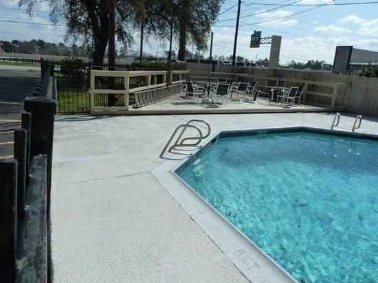 Americas Best Value Inn Conroe: Pool