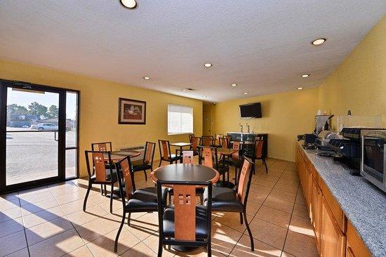 Americas Best Value Inn Center: Breakfast Area