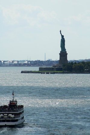 The Ritz-Carlton New York, Battery Park: This is a zoomed in view from our room, amazing!!