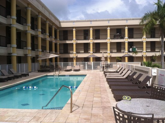 Windward Passage Hotel: The pool