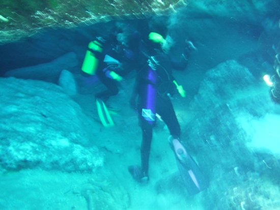 Ginnie Springs : Divers in the cave