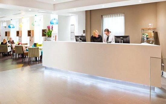 Ten Hill Place Hotel: Hotel reception