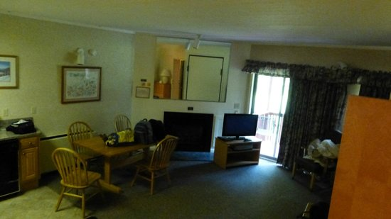 Attitash Mountain Village: room
