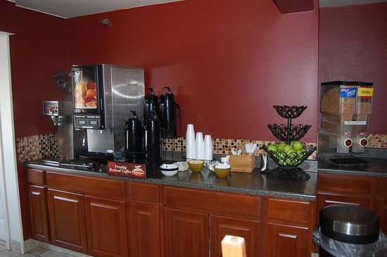 Americas Best Value Inn & Suites - Fort Collins East / I-25: Breakfast Area