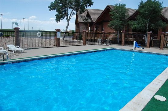 Americas Best Value Inn & Suites - Fort Collins East / I-25: Outdoor Pool