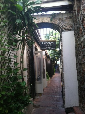 Gladys' Cafe : Front door through the alley