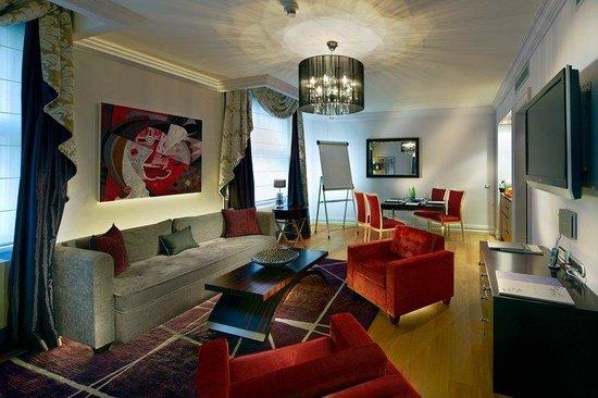 The Grand Mark Prague: Executive Suite - Meeting Set up