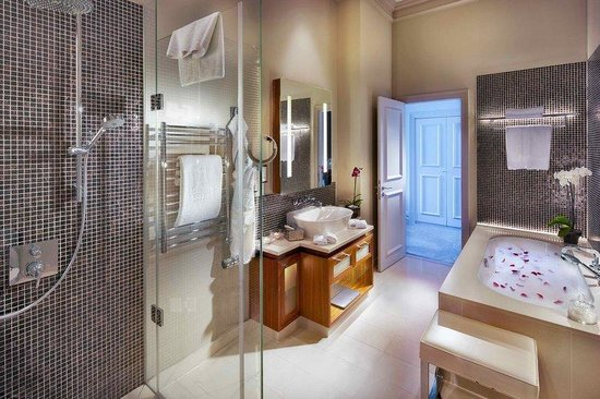 The Grand Mark Prague: Suite Bathroom
