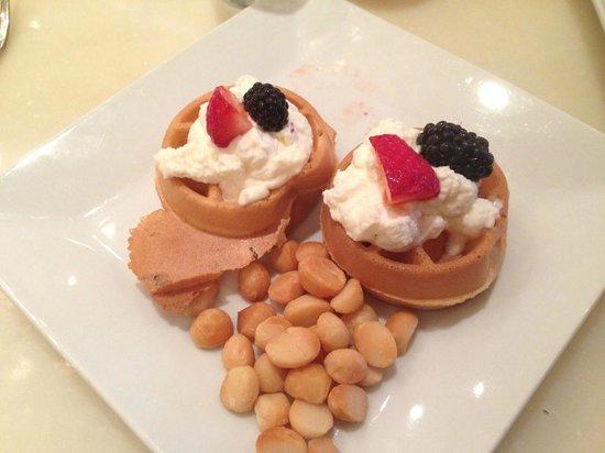 JW Marriott Orlando, Grande Lakes: Mini waffle breakfast
