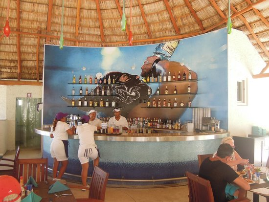 Hard Rock Hotel Vallarta: Fun luchador mural at the Frieda Bar