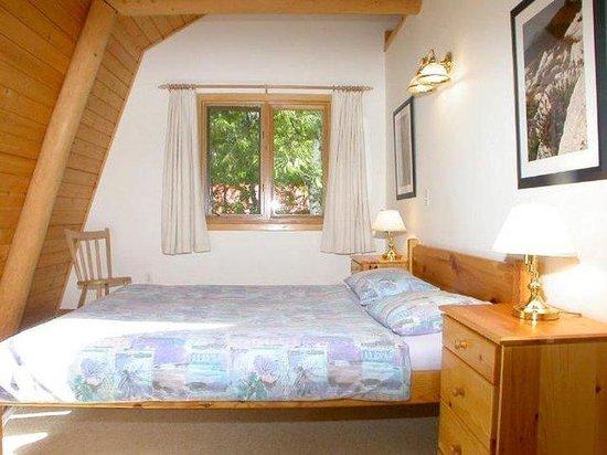 Blue Sky Resort: Queen-size bedroom cottage Violet