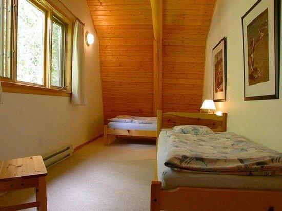 Blue Sky Resort: 2 single beds in second bedroom, cottage Iris