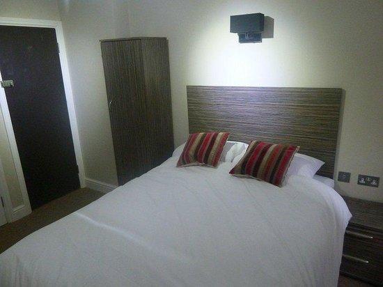 Queen's Hotel: Guest Room