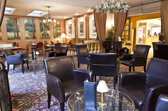 Le Chatelain Hotel: Bar