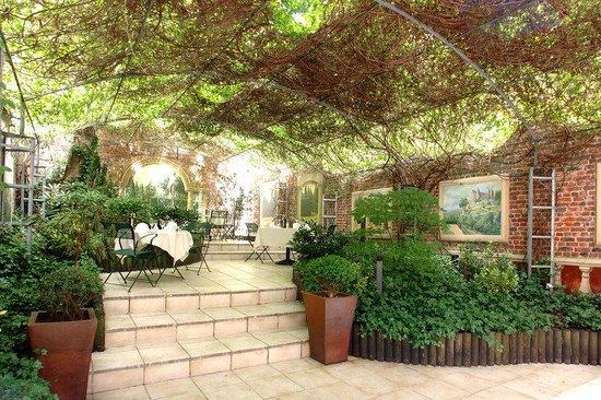 Le Chatelain Hotel : Garden