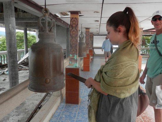 Big Buddha Temple (Wat Phra Yai): Ringing the Bells