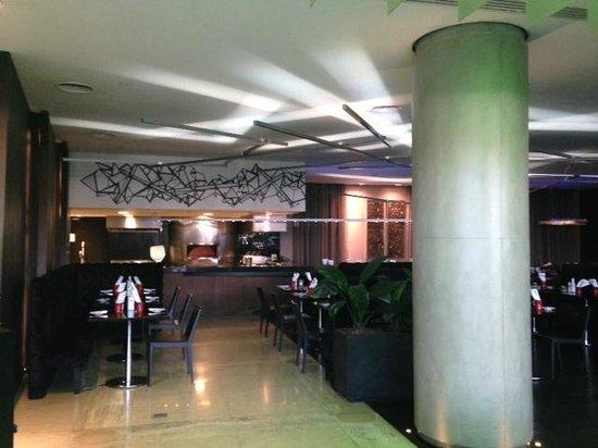 Pullman Sao Paulo Ibirapuera: Restaurante no térreo