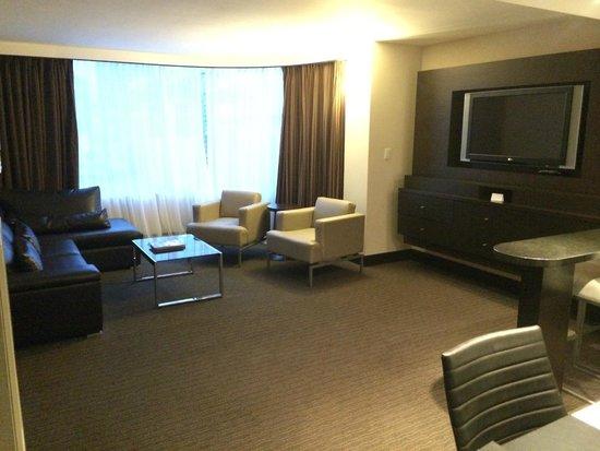 Hyatt Regency Toronto: Living room