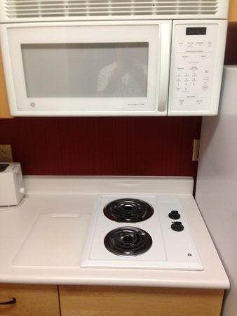 Lakeview Signature Inn Calgary Airport - A Suite Hotel : Hot plate