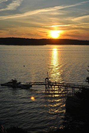 Spruce Point Inn Resort and Spa: sunset view from the admirals room