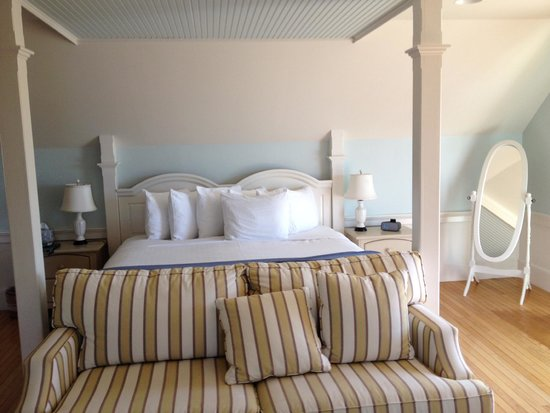 Spruce Point Inn Resort and Spa: admirals room