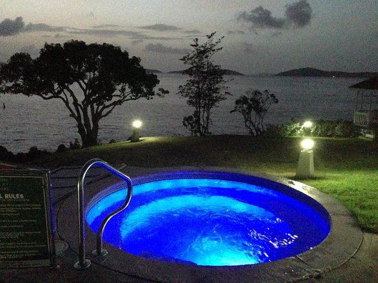 Gallows Point Resort: Whirlpool overlooking ocean