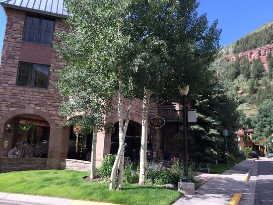 The Hotel Telluride: Hotel entrance