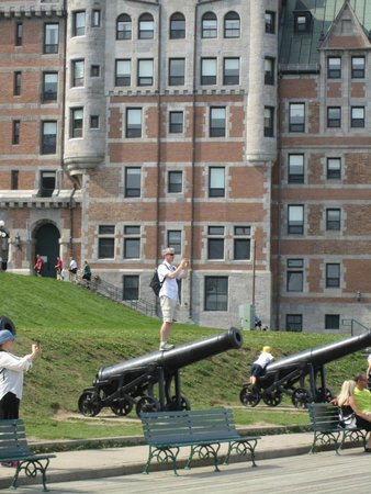 Terrasse Dufferin: A great series of canons along the Terrasse