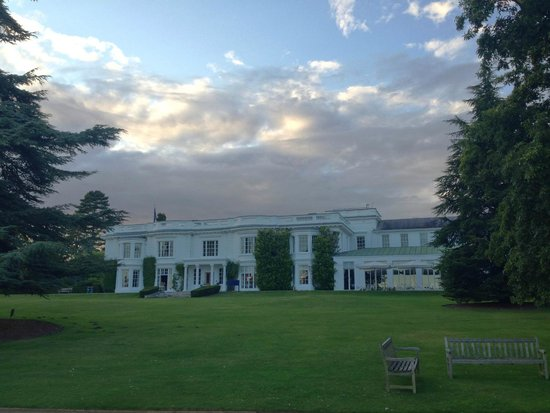 Henley Business School: view of the main house from the river front