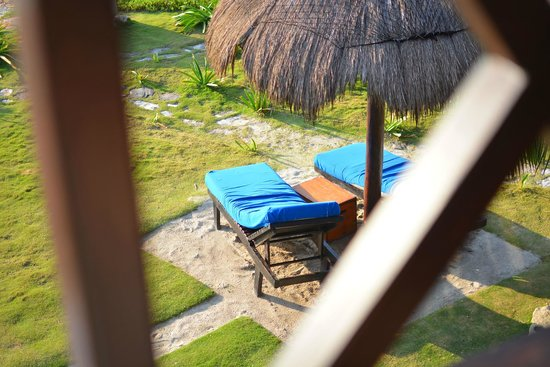 El Pez Colibri Boutique Hotel: You can lay out on these beach chairs below your room
