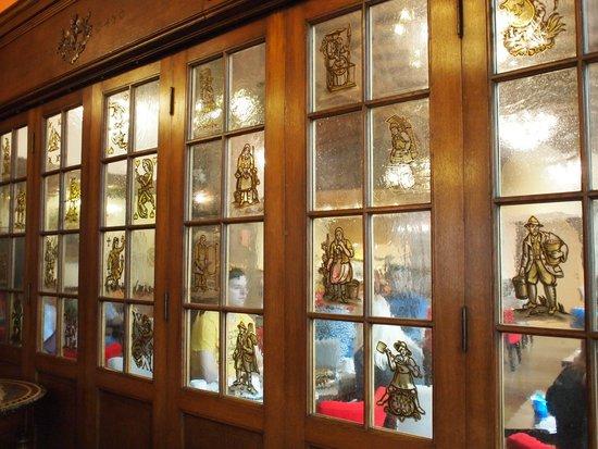 BEST WESTERN Monopole Métropole : 朝食室の扉窓