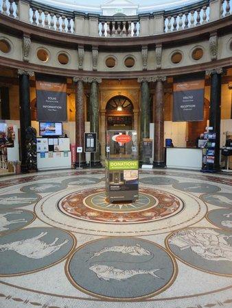 National Museum of Ireland - Archaeology: Entrada museu