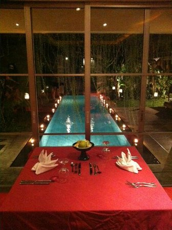 Bali Island Villas & Spa: Barbecue by Poolside