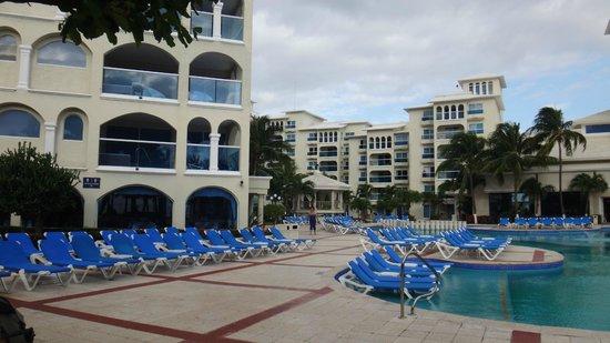 Barcelo Costa Cancun : Piscina