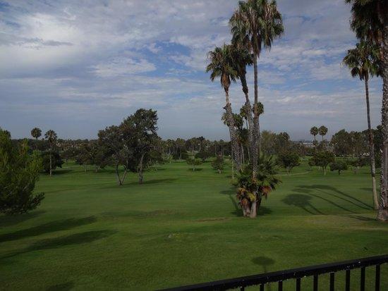 Newport Beach Marriott Hotel & Spa: Vista do hotel - Campo de Golf