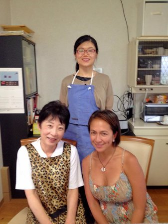 Japanese Cooking Experience with Yoshiko : Yoshiko and the students