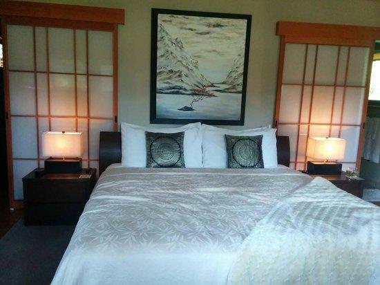 Shades of Jade Inn and Spa: bedroom