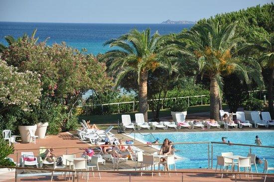 The Free Beach Club : piscina e panorama