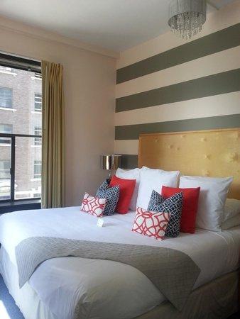 Moore Hotel: Bedroom, #524