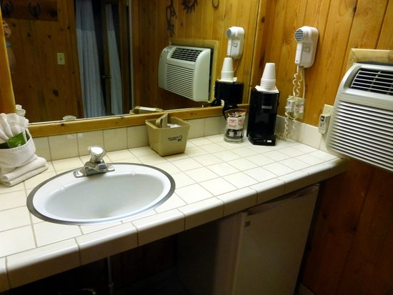 Big Horn Lodge: Bathroom vanity and AC unit.
