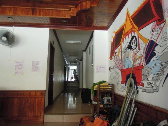 Khammany Inn II Hotel: cool painting