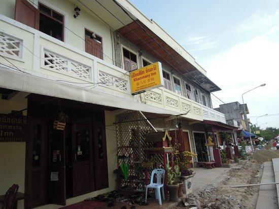 Khammany Inn II Hotel: hostel is located on main road