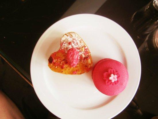 Sofitel Saigon Plaza: Pink Afternoon Tea
