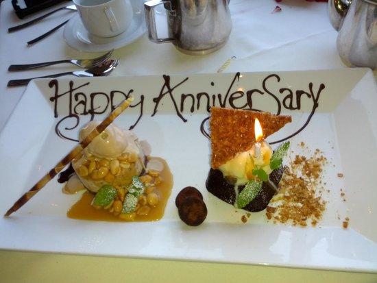Tiara Restaurant : Our Anniversay desserts!