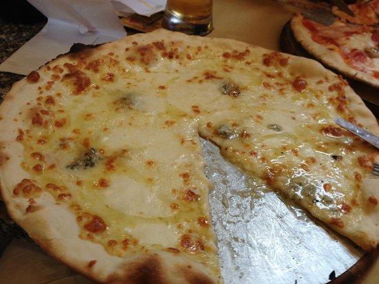 Pizzeria La Smorfia: Cuattro Formaggi