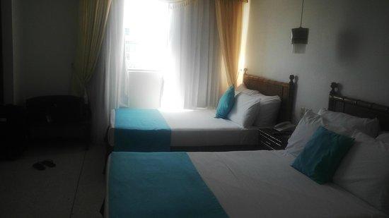 Hotel Cartagena Plaza : habitacion doble piso 13