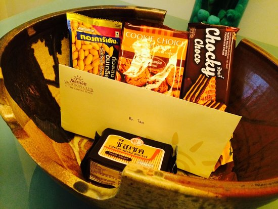 The Empire Place Condo: The welcome snack basket