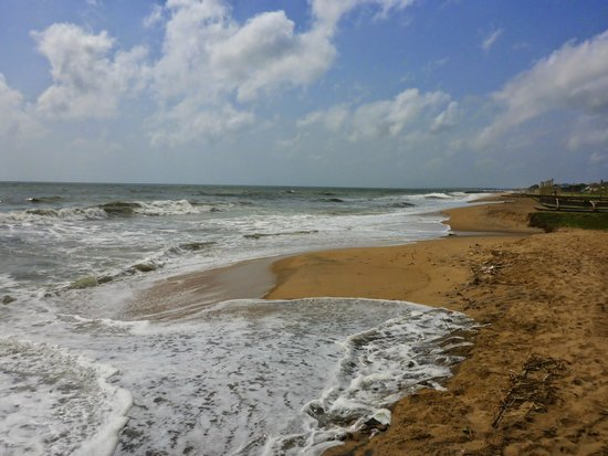 Rani Beach Resort: The beach in front of the hotel